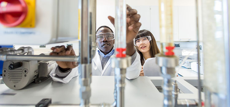 Two international students in an engineering lab at the University of Aberdeen