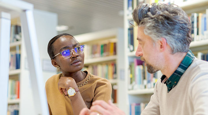 An international student talks with a professor at the University of Aberdeen